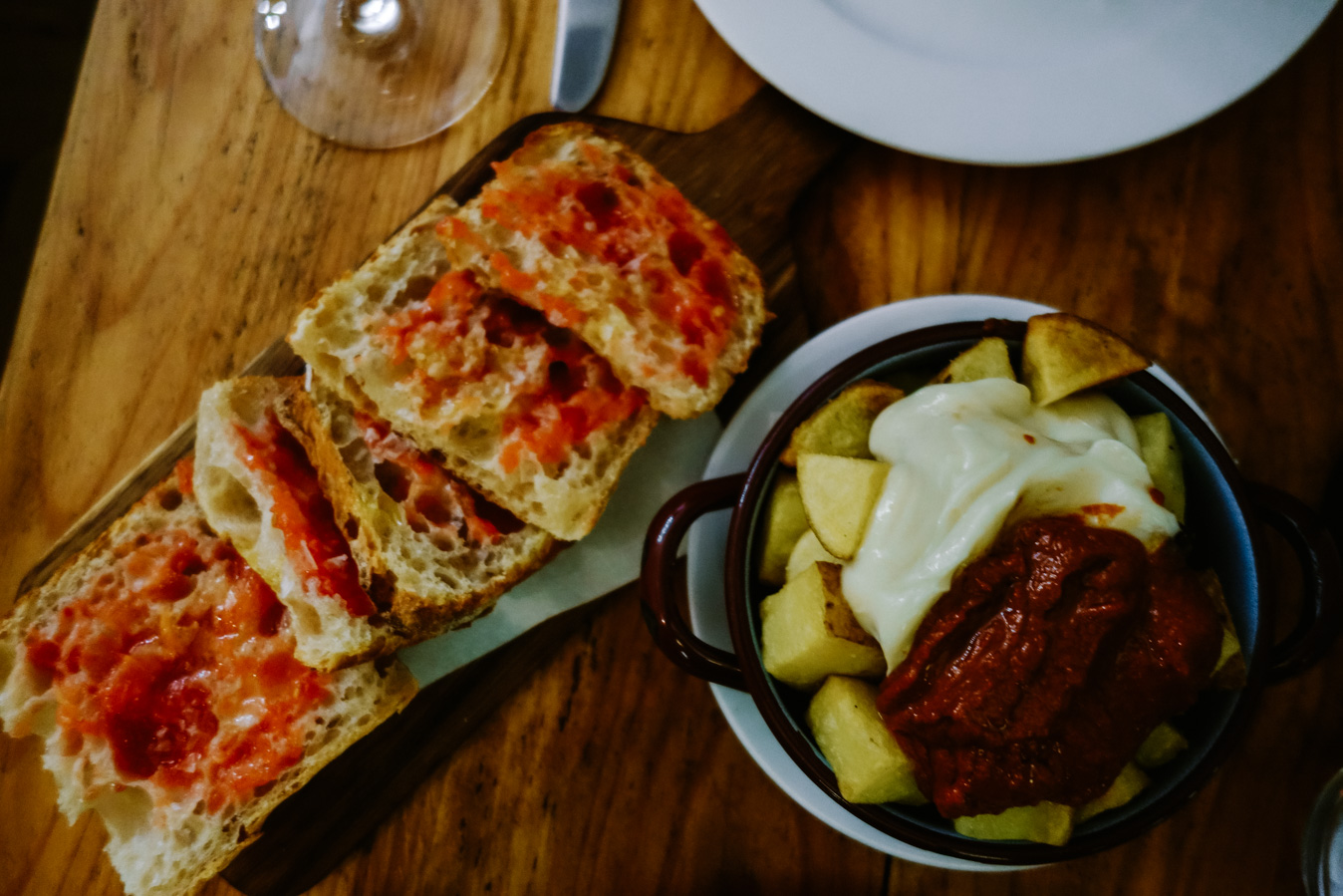 Santa Gula is one of the best restaurants in Barcelona. Enjoy delicious food at their outdoor dining tables