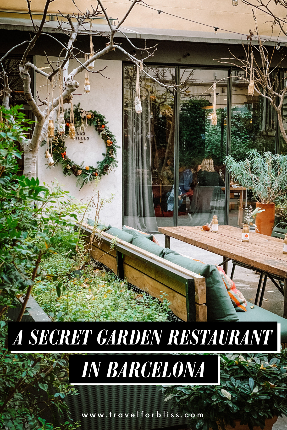 Discover the perfect secret garden restaurant in Barcelona. Les Filles is one of the best restaurants in Barcelona. The outdoor dining in the garden is perfect for summer weather in Barcelona.