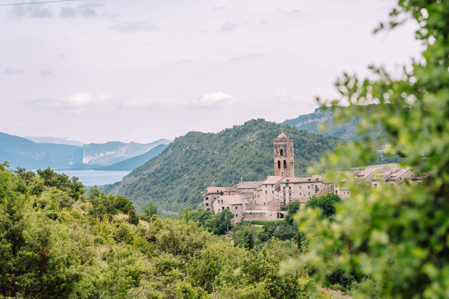 There are many easy hikes near Ainsa in Aragon. Ainsa is a beautiful medieval town in Aragon.